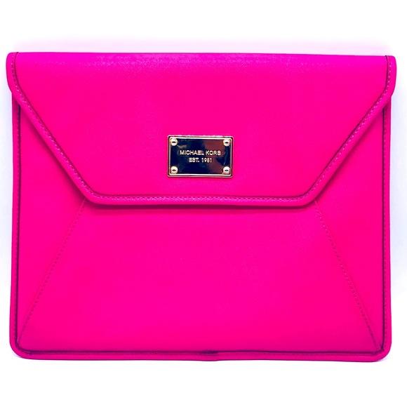 🔴SOLD🔴Michael Kors Saffiano Leather envelope clutch